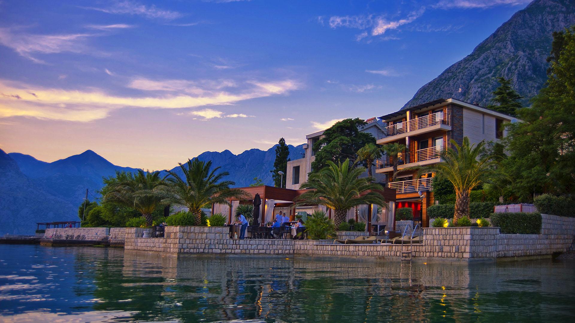 Пятизвездочный шикарный отель на продажу в заливе Котор