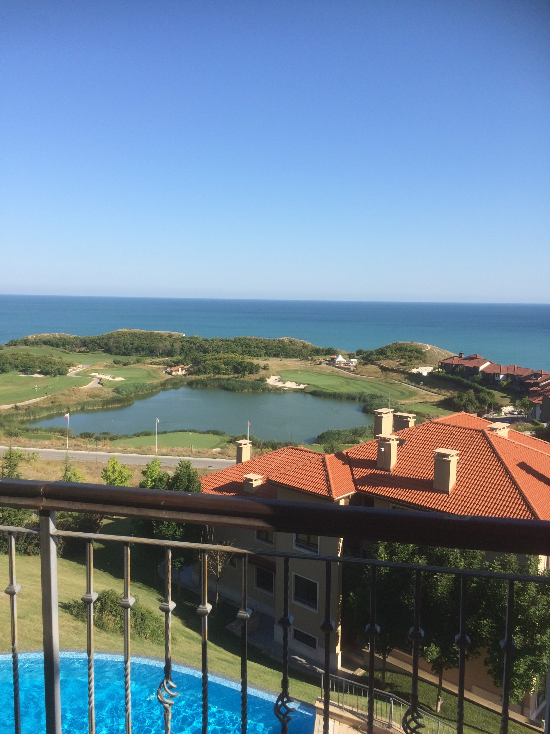2 bedroom apartment with amazing sea and golf views