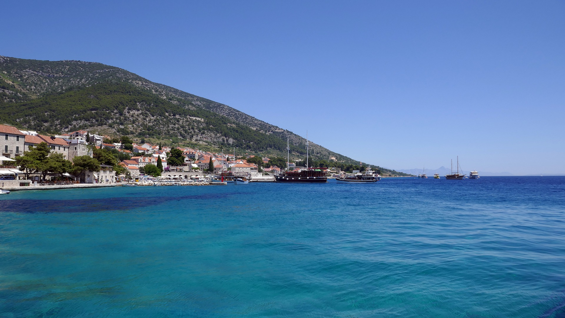 Old hotel with great potential on the island Brac