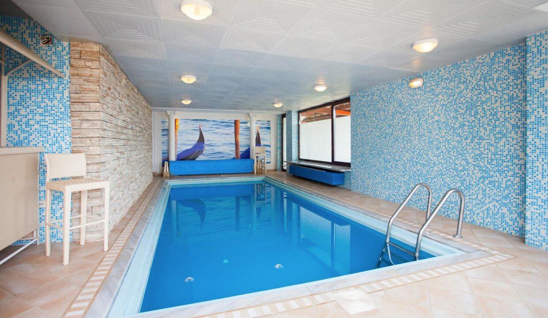beautiful-indor-pool